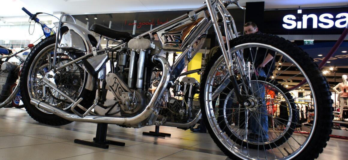 Tajemnice parku maszyn – historia FIS-a, pierwszego i jedynego polskiego motocykla żużlowego